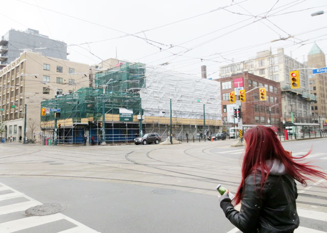 spadina-hotel-king-street-west-under-scaffolding-nov-2014