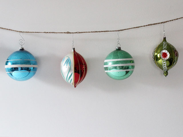 garland-made-from-twine-and-large-vintage-christmas-balls-2