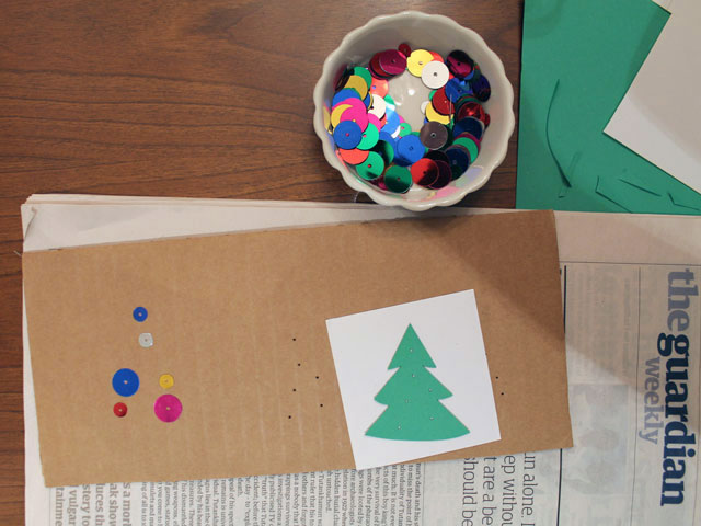 making-a-gift-tag-with-sequins-and-beads
