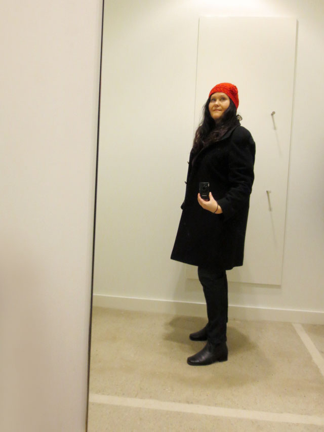 selfie-in-a-fitting-room-red-hat