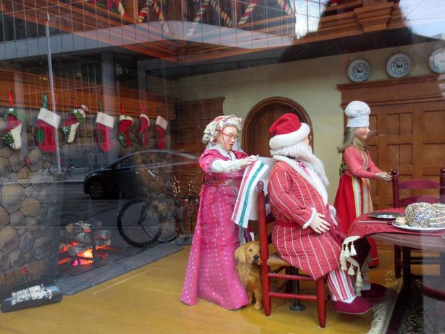 the-bay-christmas-window-2014-04