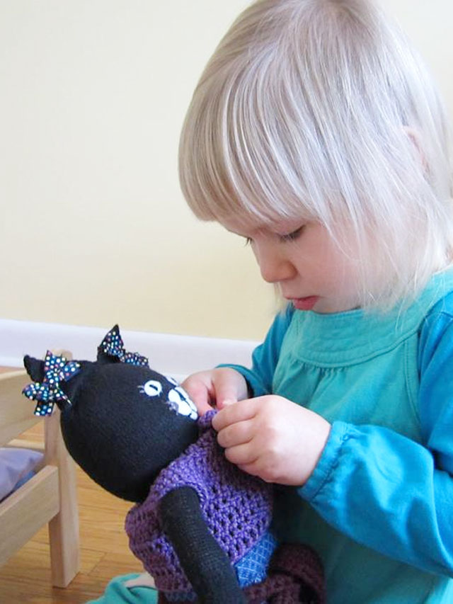 d-with-handmade-cat-toy-07