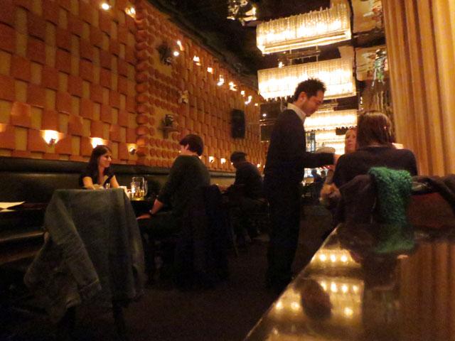 inside-ryoji-restaurant-college-street-toronto