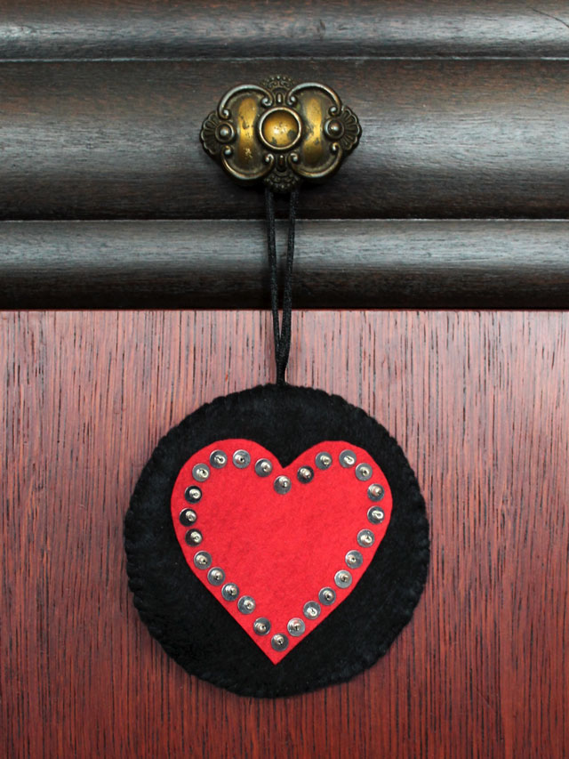 handmade-valentine-decoration-hanging-heart-made-from-felt-sequins-and-beads
