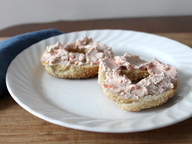 homemade-smoked-salmon-and-cream-cheese-spread-with-onions-and-capers-on-a-bagel