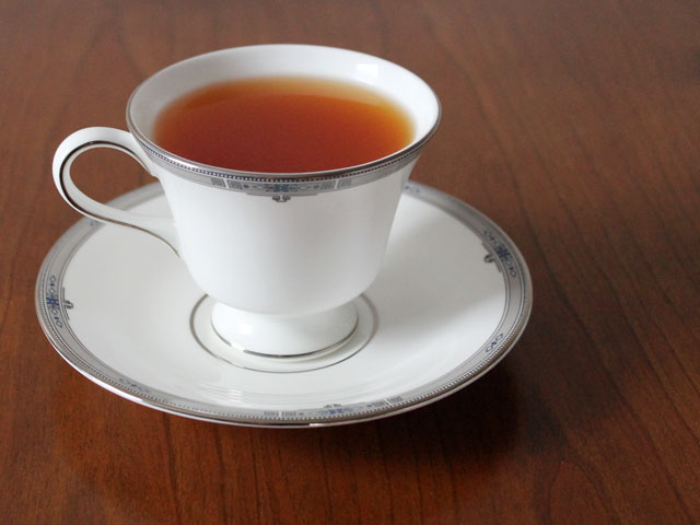 hot-tea-cocktail-with-rum-served-in-a-teacup