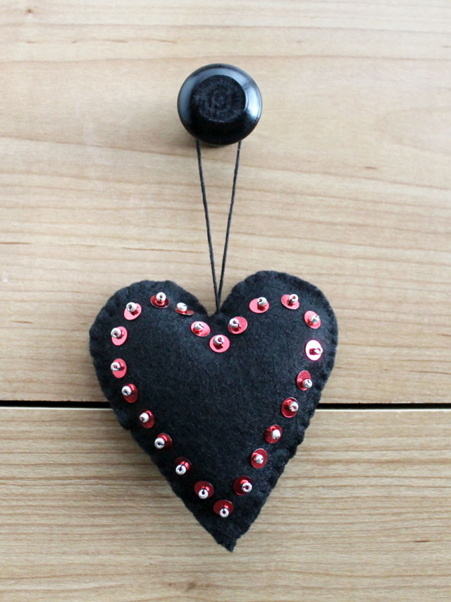 valentine-decorations-handmade-hanging-heart-felt-sequins-and-beads