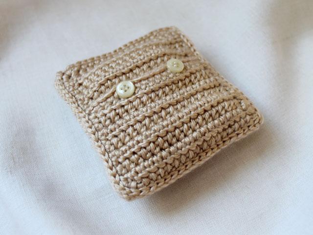 back-of-crocheted-sachet-cover-for-everlasting-scented-sachet