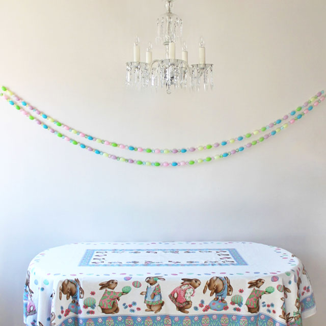 handmade-easter-garland-with-blowmold-eggs-and-beads