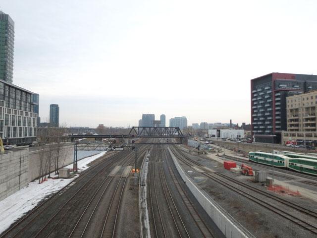 looking-west-from-yellow-pedestrian-bridge-over-train-tracks-toronto