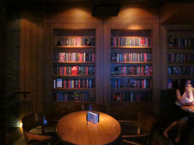 the-keg-king-street-west-in-the-library-room
