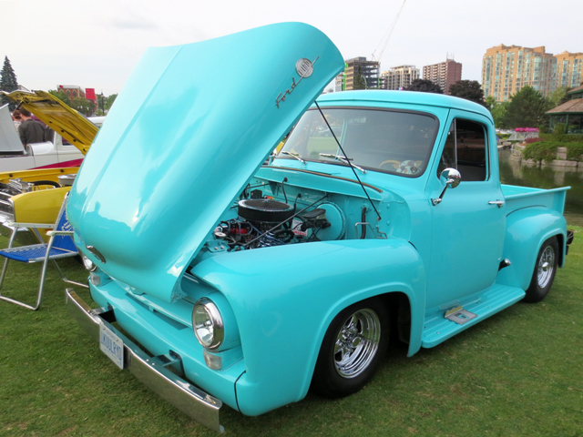 vintage-ford-truck-at-barrie-car-show