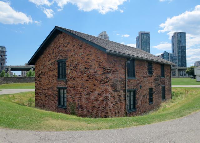 brick-magazine-constructed-1814-fort-york-toronto