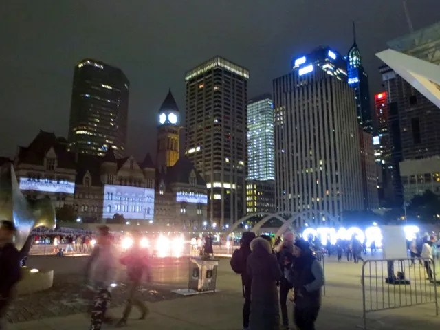 nathan-phillip-square-toronto-nuit-blanche