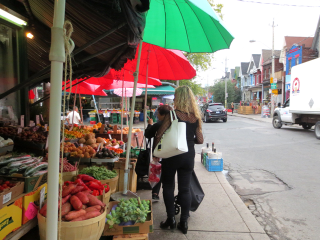 shopping-for-vegetables-in-kensington-market