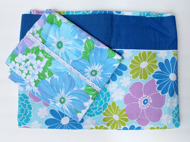 thrifted-vintage-bed-linens-pure-cotton-mod-florals