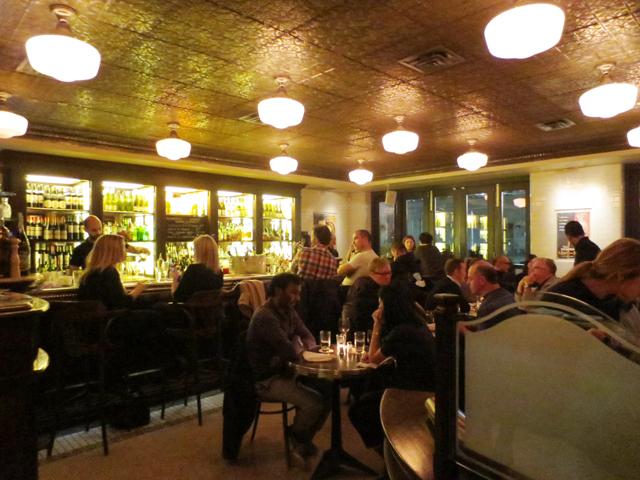 bar-area-at-le-select-bistro-toronto