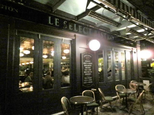 le-select-bistro-patio-in-the-fall