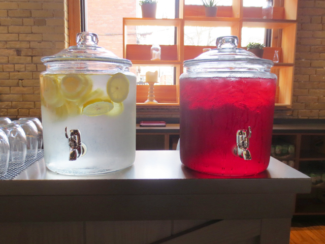 lemon-water-and-cranberry-juice