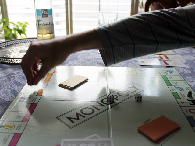 playing-monopoly