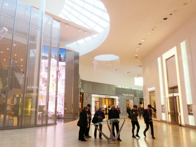 inside-yorkdale-mall