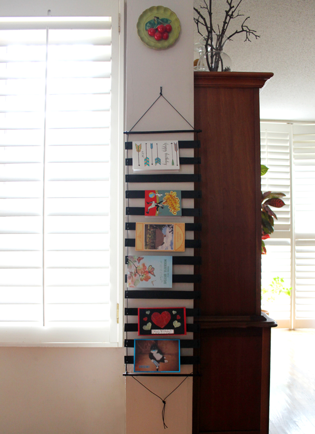 birthday-cards-displayed-on-handmade-greeting-card-display-wallhanging-diy