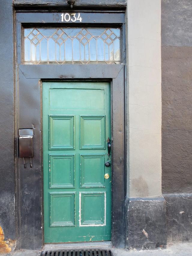 door-at-apartment-200-bar-queen-street-west-toronto