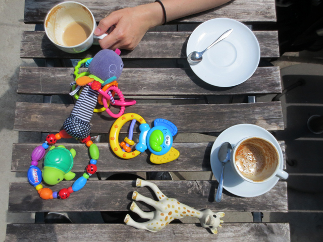 coffee-shop-table-with-toys