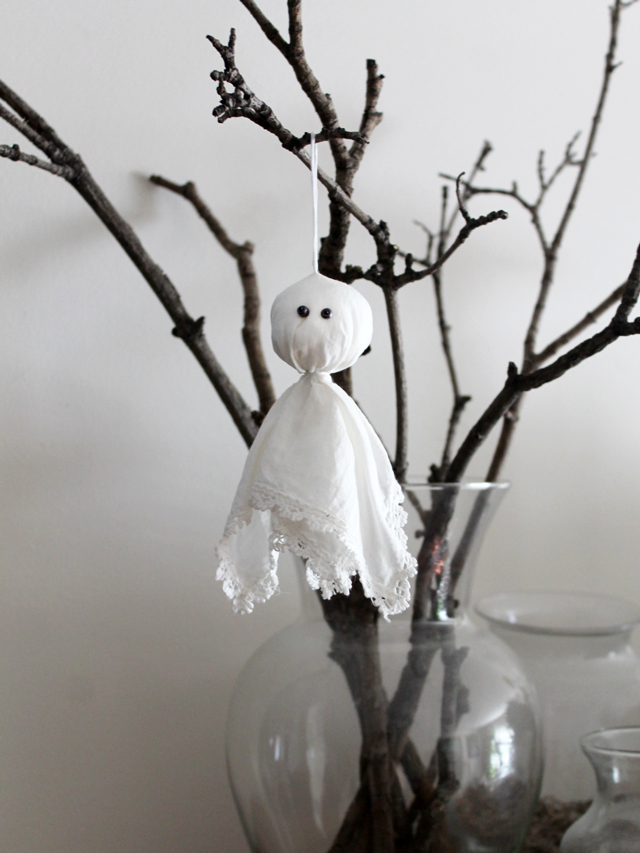 handmade-halloween-decoration-ghost-ornament-made-from-handkerchief