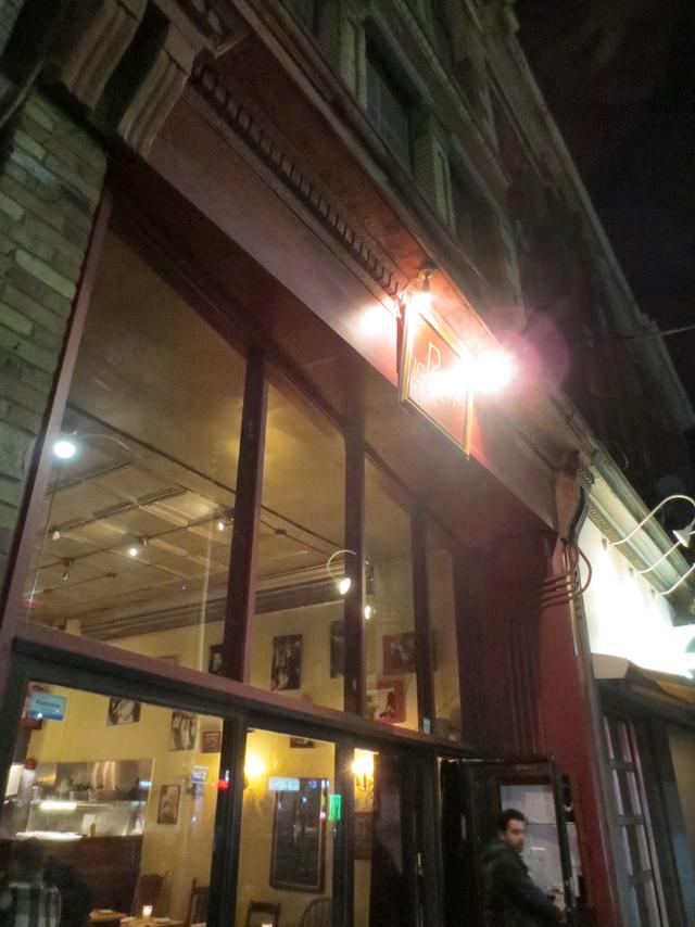 outside-la-pallete-restaurant-queen-street-west-toronto-romantic-french-restaurant