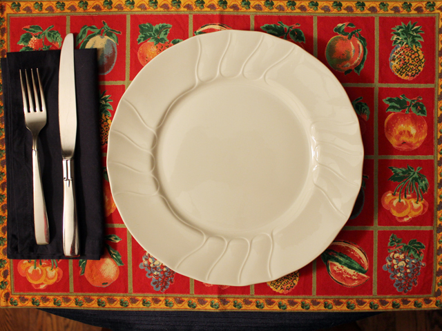 table-setting-with-thrifted-linens-and-vintage-cutlery
