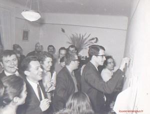 Michel Rocard découvrant les résultats des élections législatives en 1969 à Louveciennes