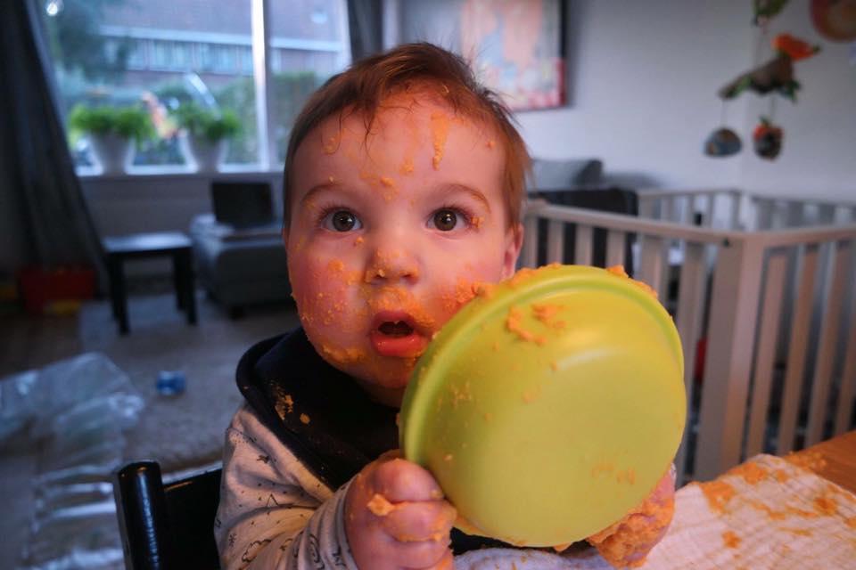 1bac9605e6a68c Floris(op foto 10 maanden, nu 2 jaar) ging voor de eerste keer zelluf eten  Floris