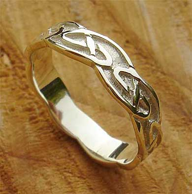 Traditional Scottish Womens Wedding Ring LOVE2HAVE In