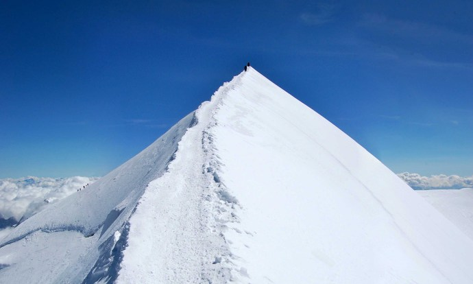 Mont Blanc Summit Ridge © LoveAdventures