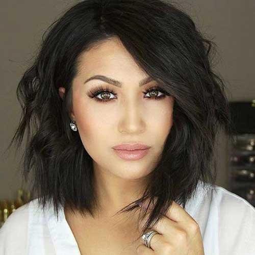 Bob hairstyle with messy and choppy layering