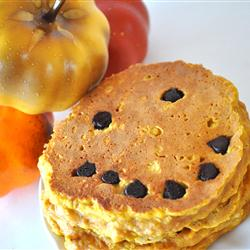 Halloween Pumpkin Pancakes Recipe (with Chocolate Chip faces!)