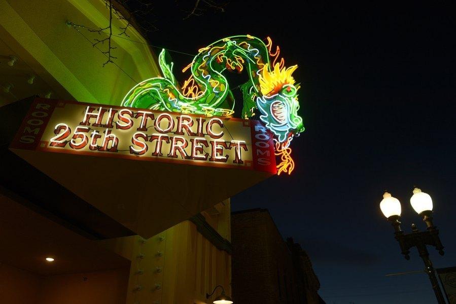 Star Noodle Dragon sign