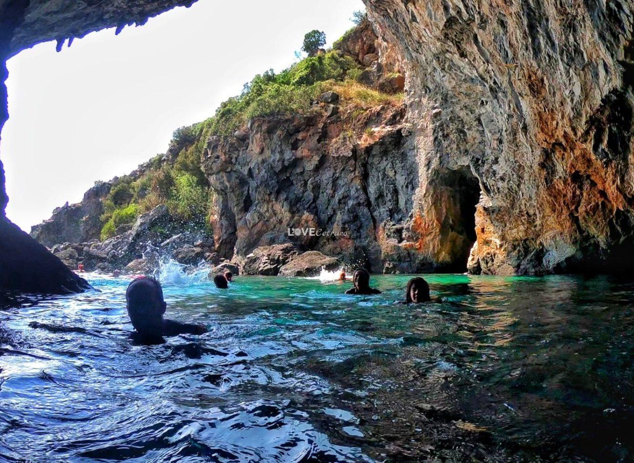 escursione-barca-calabria-scalea-grotta-della-pecora (2)-min