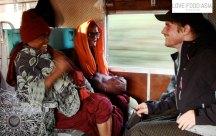 Lustige Mönche im Zug