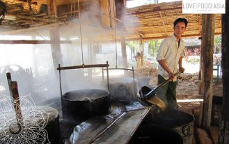Making sugar syrup