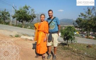 Ich und ein Mönch in Luang Namtha