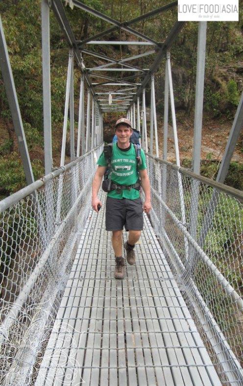 Matthias auf einer von vielen Hängebrücken