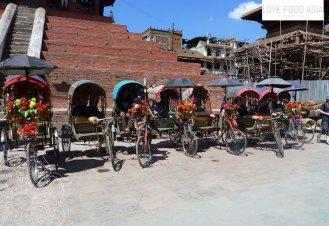 Rikscha Fahrer warten auf Kundschaft in Kathmandu