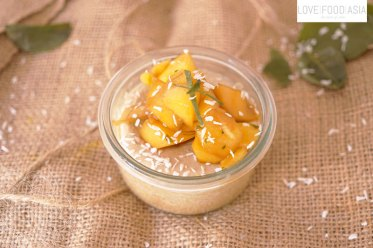 Thailändischer Kokospudding mit Mango
