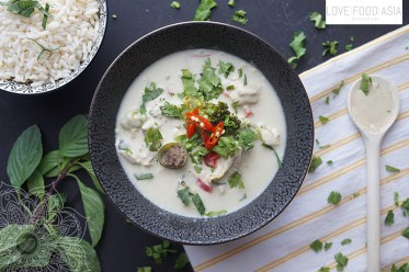 Green Thai Curry with Chicken (Gaeng Kiaw Wan Gai)