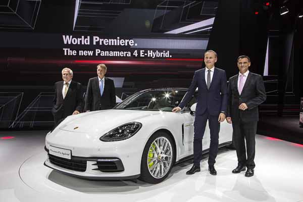 Paris Motor Show 2016: Oliver Blume, Chairman of the Executive Board of Porsche AG, presents the new Panamera 4 E-Hybrid