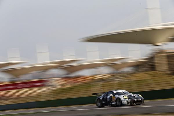 Porsche 911 RSR (88), Abu Dhabi Proton Racing: Khaled Al Qubaisi, Patrick Long, David Heinemeier Hansson