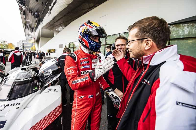 Final Drive Porsche 919 Hybrid, Mark Webber, Porsche Team Principal Andreas Seidl (l-r)