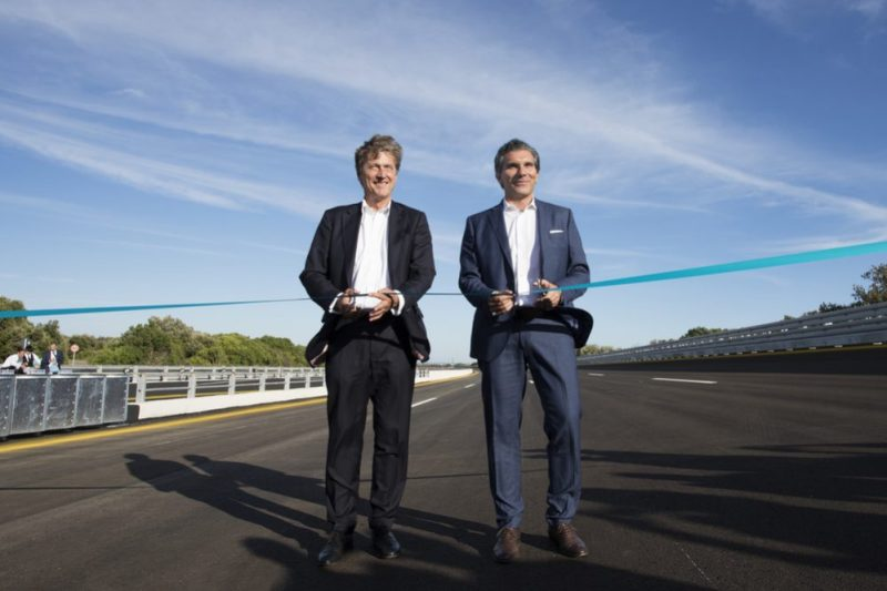 Malte Radmann, Chairman of the Board of Directors of the Nardò Technical Center and Managing Director of Porsche Engineering and Antonio Gratis, Managing Director of the Nardò Technical Center, at the official opening ceremony of the renovated tracks (from left to right)